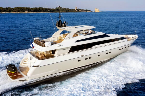 Motor Yacht PANTHOURS Profile Underway
