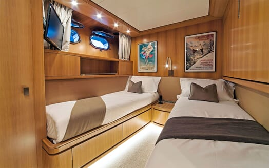 Motor Yacht PANTHOURS Twin Guest Stateroom