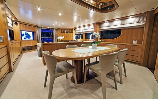 Motor Yacht PANTHOURS Dining Table