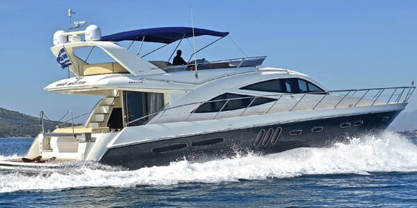 Motor Yacht WAVE MASTER Profile Underway
