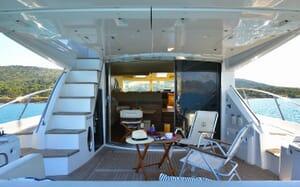 Motor Yacht WAVE MASTER Aft View