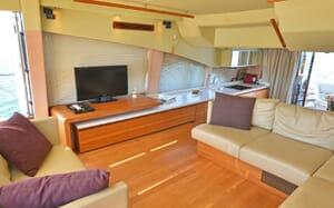 Motor Yacht WAVE MASTER Main Saloon
