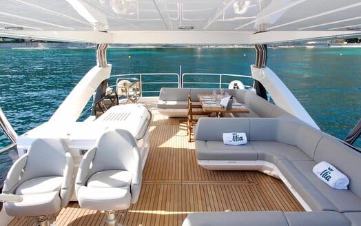 Motor Yacht Mia sundeck