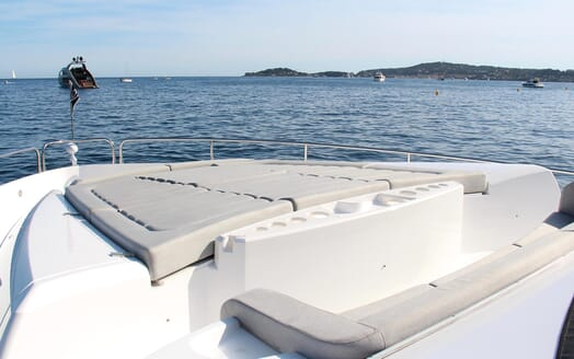 Motor Yacht Mia foredeck