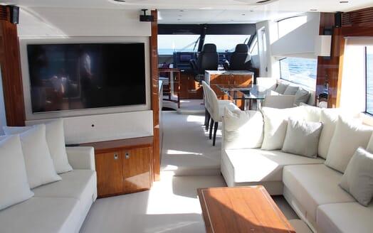 Motor Yacht Mia saloon