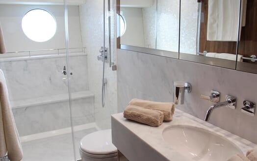 Motor Yacht Mia master bathroom