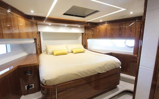 Motor Yacht Mia guest cabin