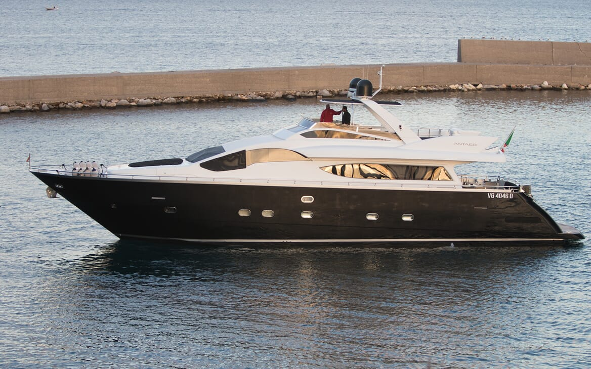 Motor Yacht Seven Stars underway