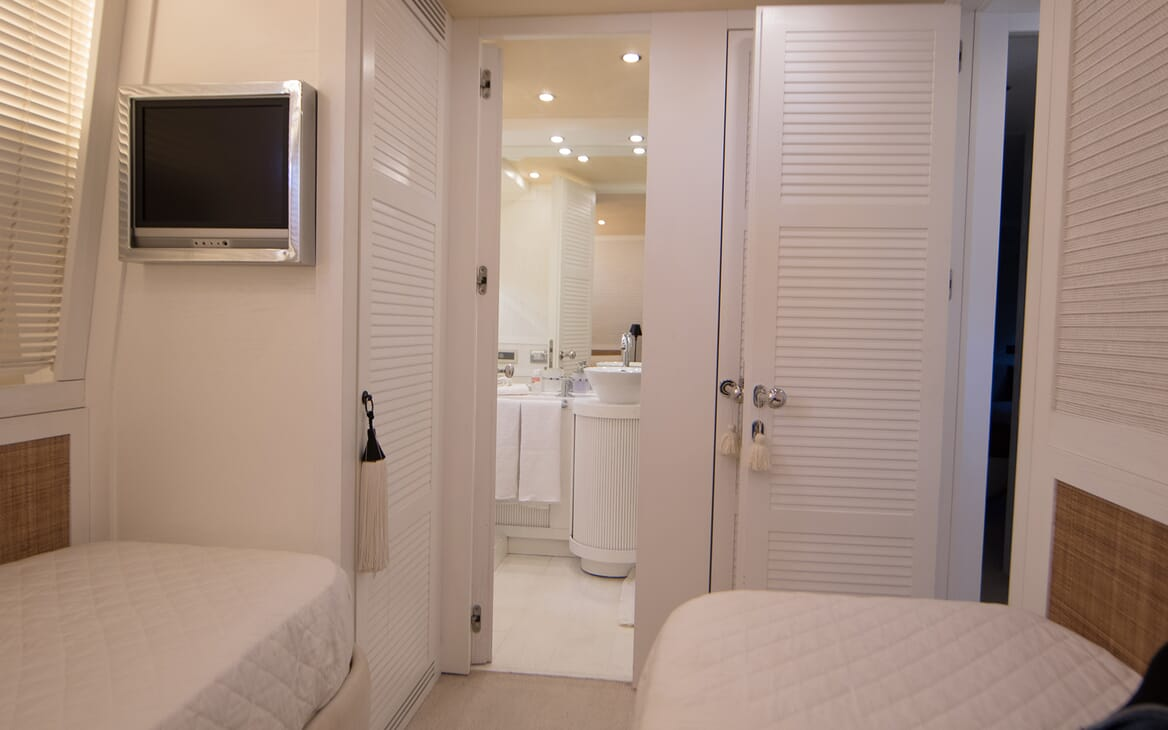 Motor Yacht Seven Stars guest stateroom