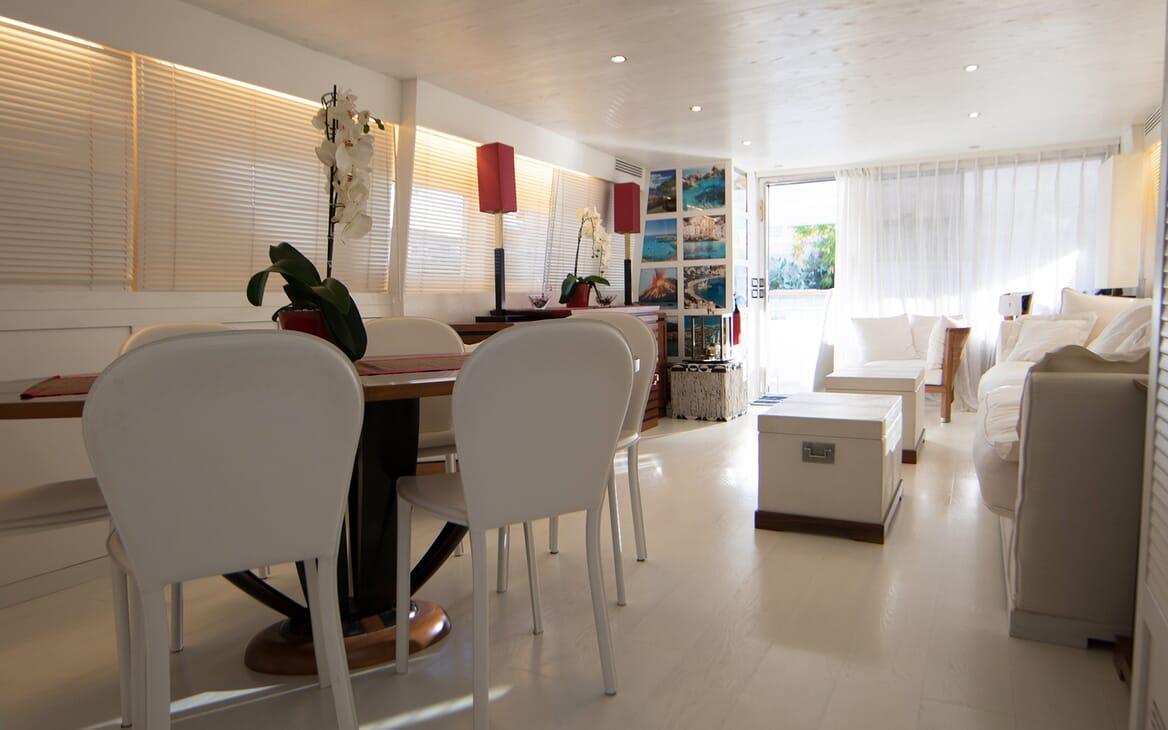 Motor Yacht Seven Stars living area