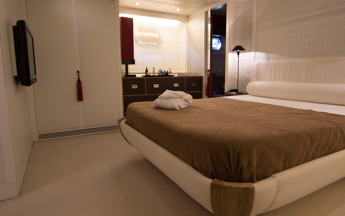 Motor Yacht Seven Stars master stateroom