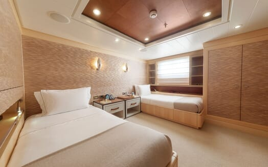 Motor yacht Spirit twin stateroom with white bed linen