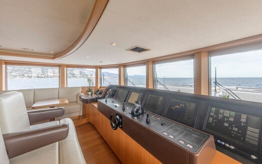 Motor yacht Spirit cockpit with cream leather seats and seaviews