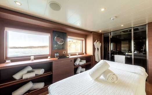Motor yacht Spirit interior spa with walk in shower