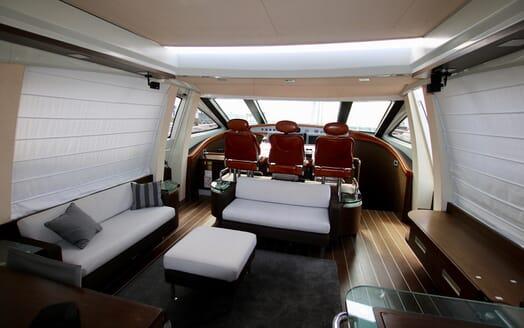 Motor Yacht Anche No salon