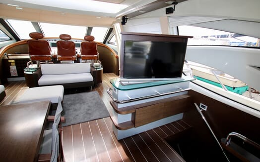 Motor Yacht Anche No living area