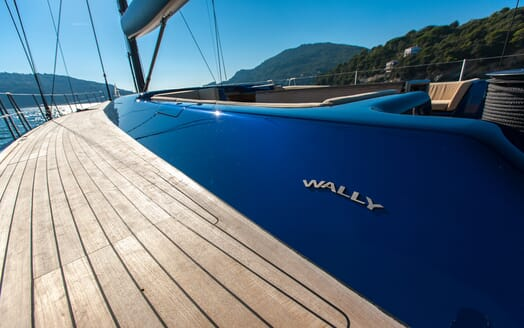 Sailing Yacht Inti3 side deck