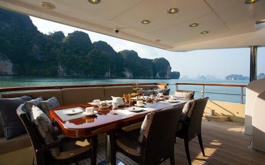 Motor Yacht MIA KAI Aft Dining Table