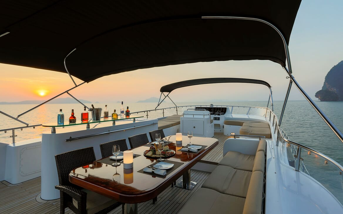 Motor Yacht MIA KAI Evening Sun Deck