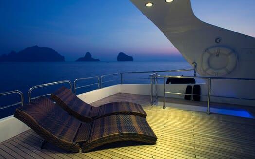 Motor Yacht MIA KAI Evening Sun Lounger