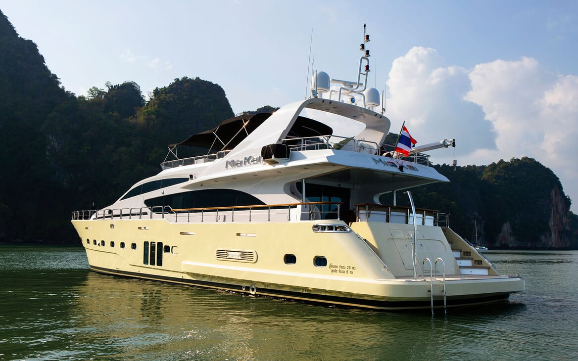 Motor Yacht MIA KAI Aft Profile