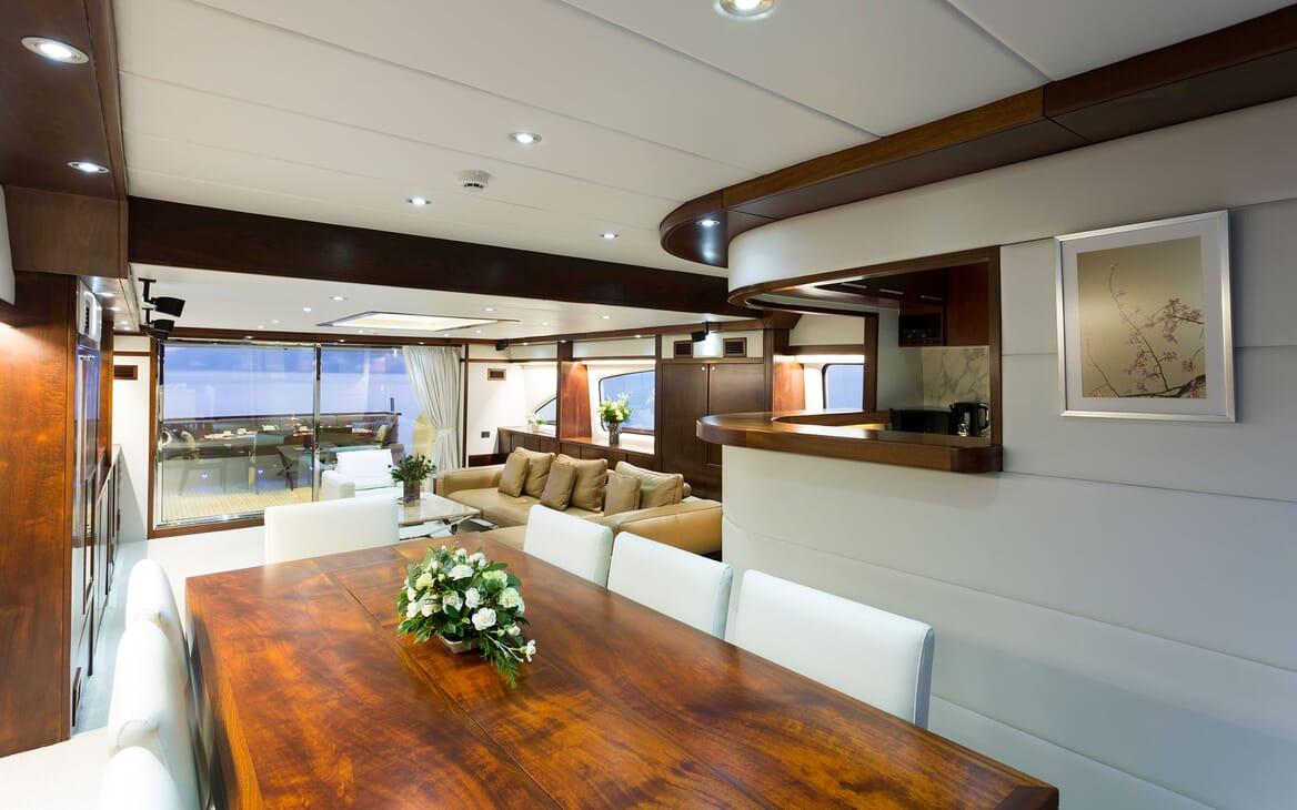 Motor Yacht MIA KAI Dining Table