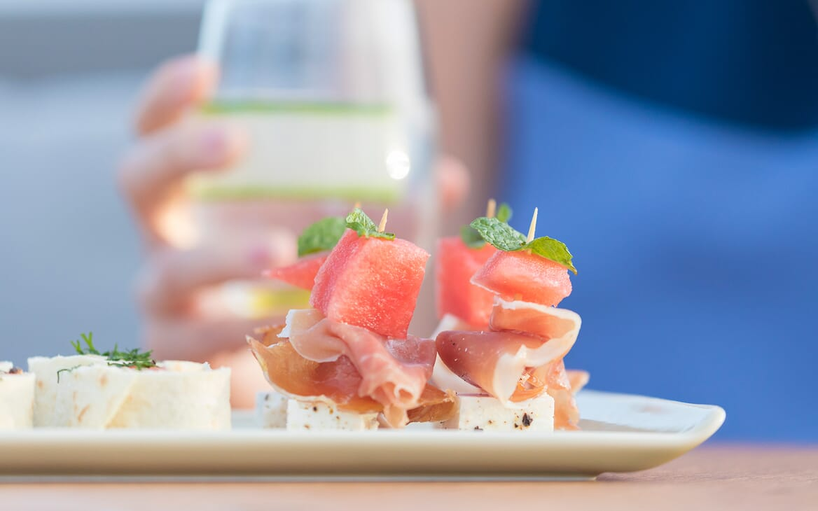 Sailing Yacht Allegro dishes