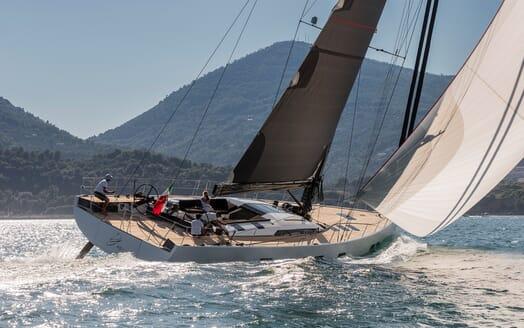 Sailing Yacht EGI4 sailing