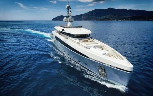 Motor Yacht Aslec 4 cruising