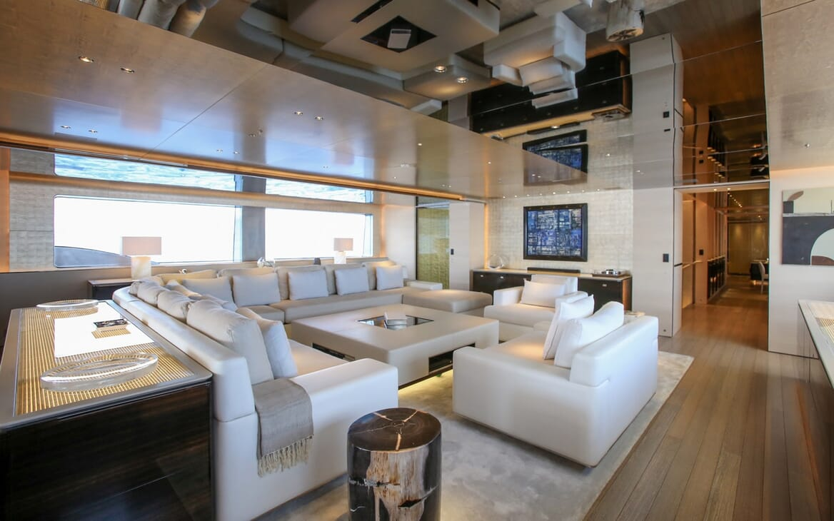 Motor Yacht Aslec 4 saloon