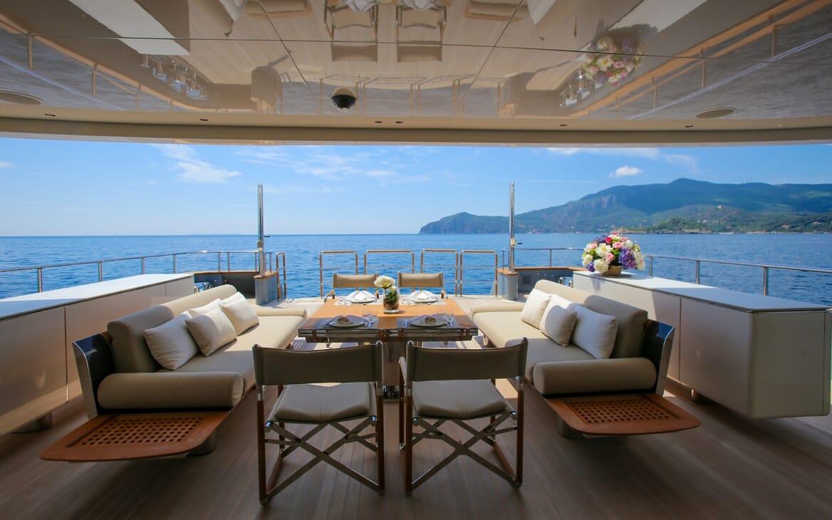 Motor Yacht Aslec 4 main deck