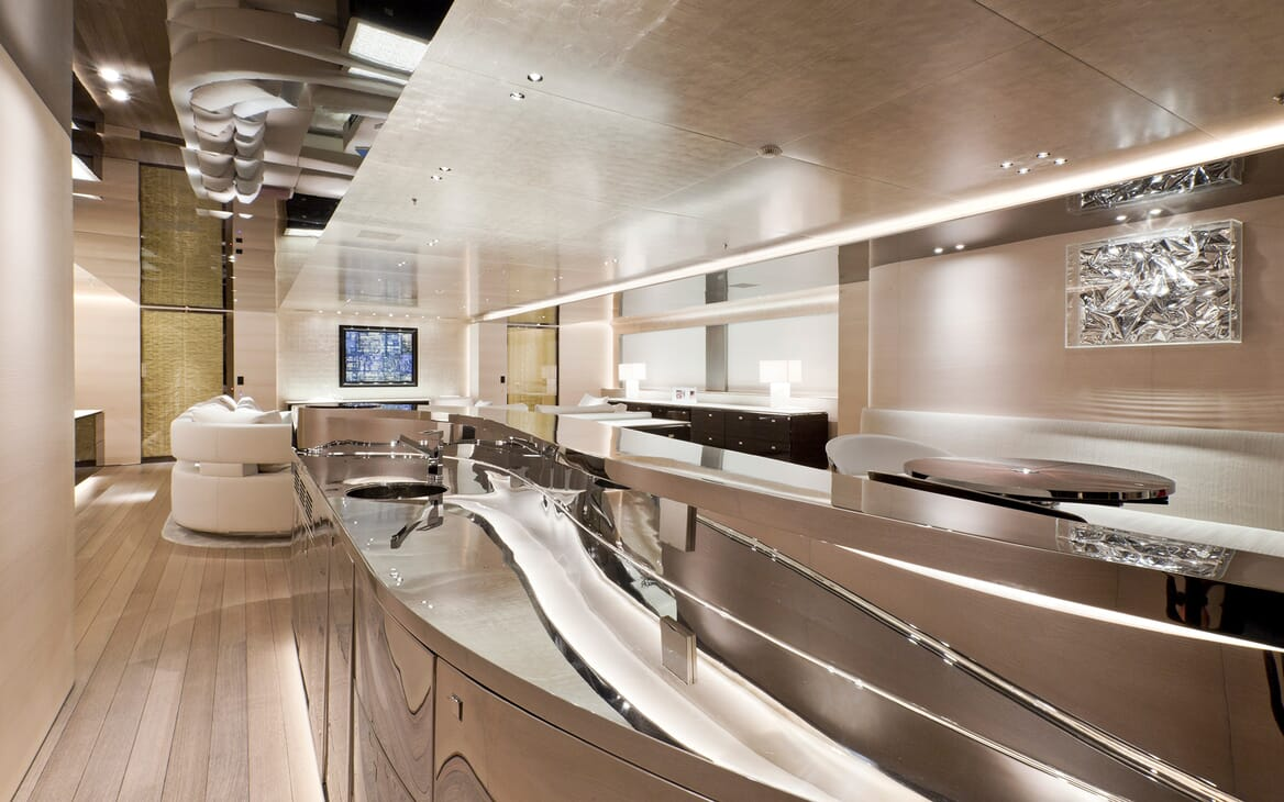 Motor Yacht Aslec 4 bar
