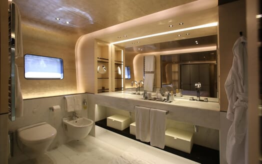 Motor Yacht Aslec 4 master bathroom