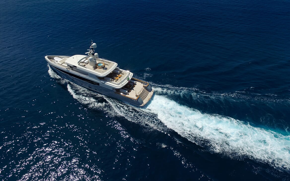 Motor Yacht Aslec 4 running shot