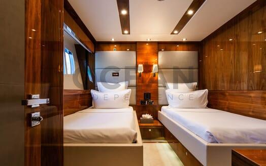Motor Yacht MAORA Aerial Toys