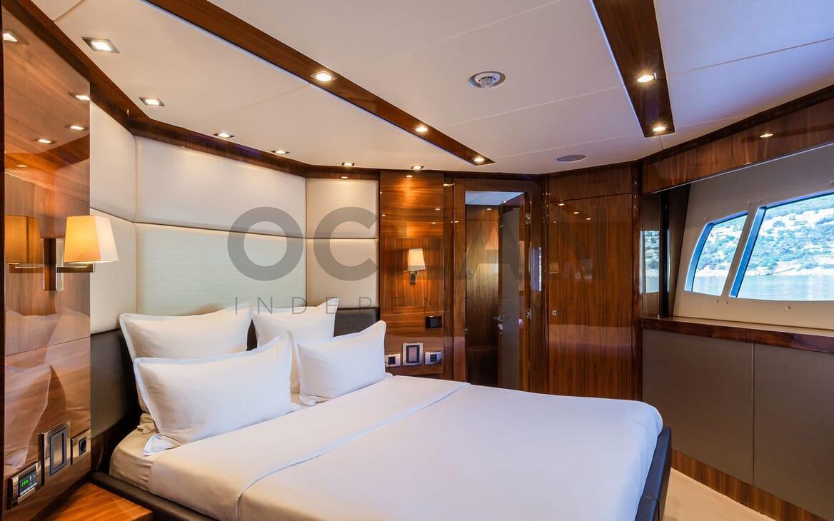 Motor Yacht MAORA Night aft