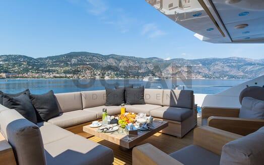 Motor Yacht MAORA Bow Sunpad