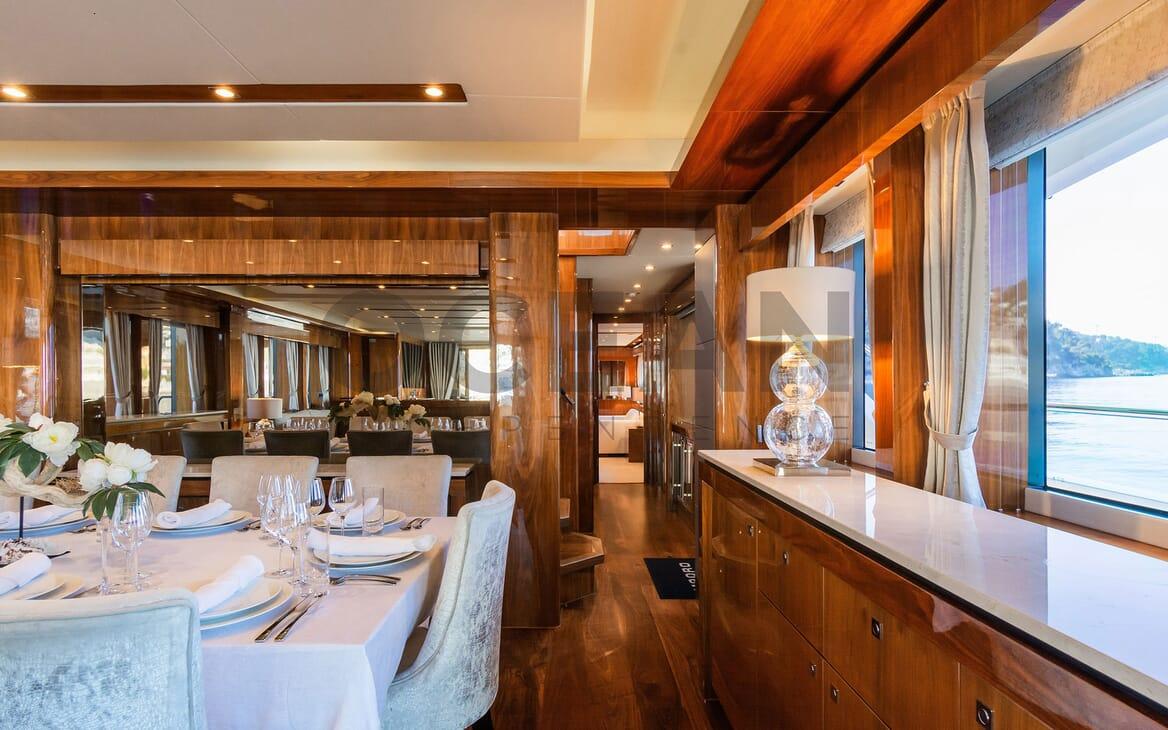 Motor Yacht MAORA Dining Table