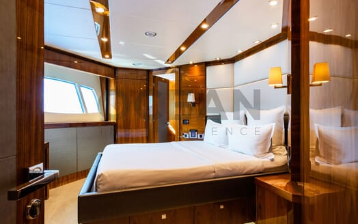 Motor Yacht MAORA Sun Deck