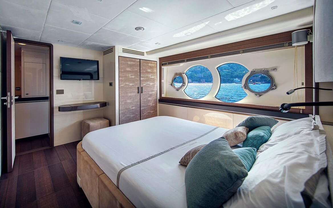 Motor Yacht EMERALDA OF THE SEAS Guest Double Stateroom