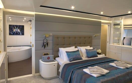 Motor Yacht POZITRON Master Stateroom