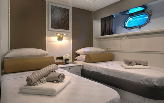Motor Yacht POZITRON Guest Twin Stateroom