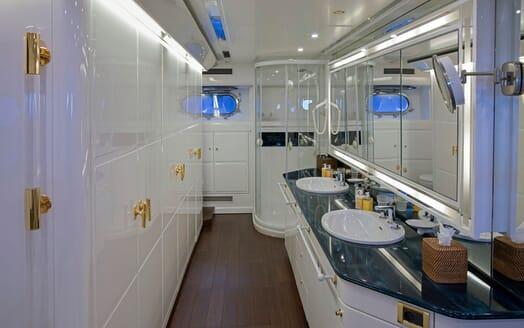 Motor Yacht POZITRON Master Bathroom