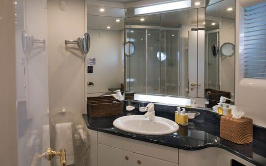 Motor Yacht POZITRON Guest Bathroom