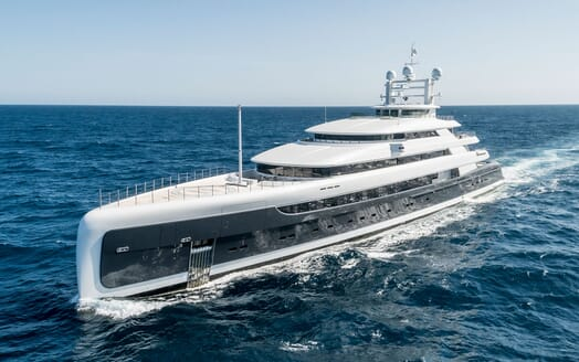 Motor Yacht ILLUSION PLUS underway