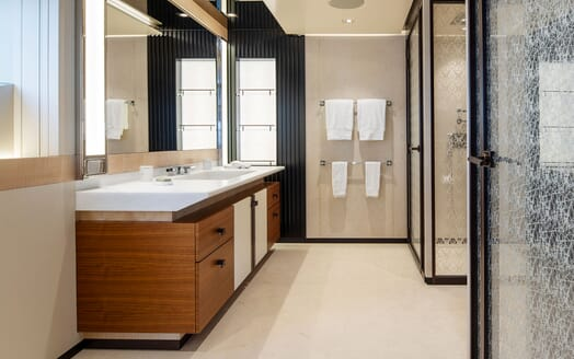 Motor Yacht ILLUSION PLUS Master Bathroom 2
