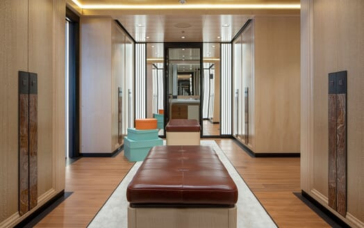 Motor Yacht ILLUSION PLUS hallway