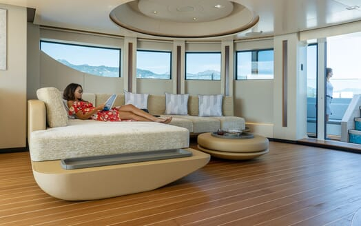 Motor Yacht ILLUSION PLUS Seating