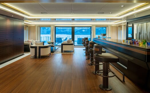Motor Yacht ILLUSION PLUS Saloon Bar