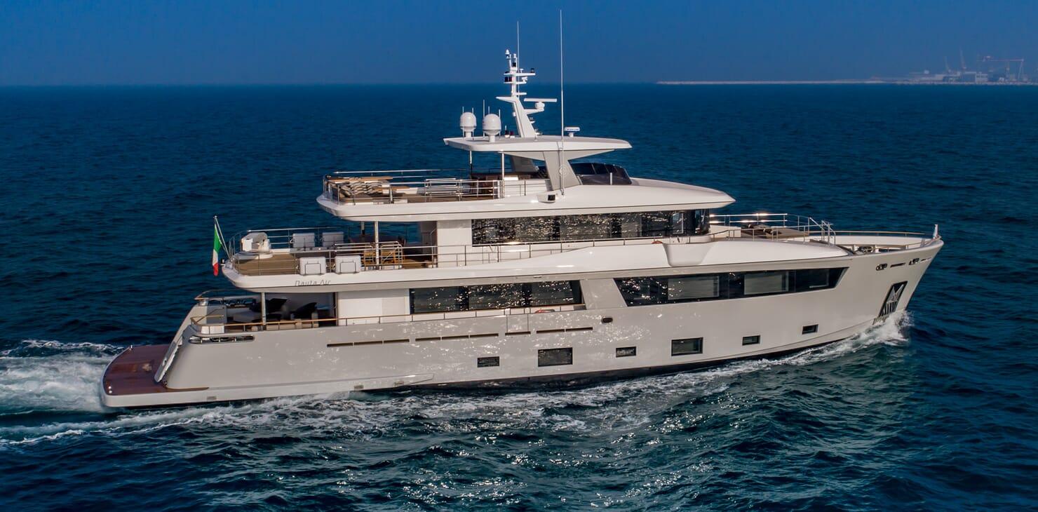 Motor Yacht Mimi La Sardine Underway